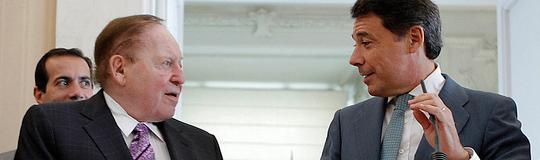 Sheldon Adelson und der Ministerpräsident der autonomen Region Madrid, Ignacio González