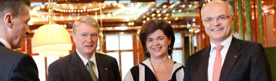 Vorstand Casinos Austria: v.li.n.re.: Mag. Dietmar Hoscher, Mag. Bettina Glatz-Kremsner, Dr. Karl Stoss
