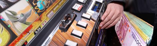 Oberösterreich: Spielautomaten mit präpariertem Geld überlistet