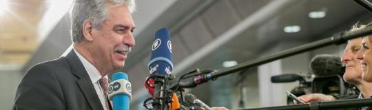 Finanzminister Schelling lässt sich nicht in die Karten schauen