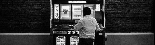 """""""Keine manipulierte Registrierkasse kann so viel Schaden anrichten wie ein illegales Spiellokal, in dem es weder Spielerschutz noch Jugendschutz gibt. """" - Bild © Spieler-Info"""